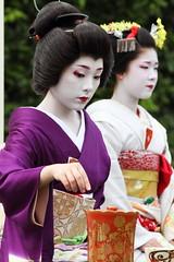 Japanese tea ceremony (Teruhide Tomori) Tags: festival japan kyoto maiko geiko 京都 日本 kimono teaceremony teaparty 上賀茂神社 芸妓 舞妓 kamishichiken 上七軒 ichiteru 茶会 野点 市照 さと華 satohana