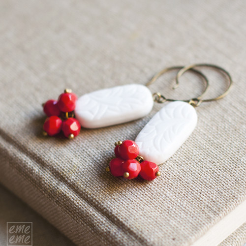 Earrings White engraved and red faceted czech glass beads