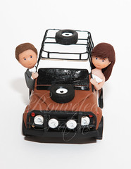 Landrover B&G Top (Rouvelee's Creations) Tags: wedding polymerclay caketopper landrover brideandgroom weddingcaketopper rouvelee