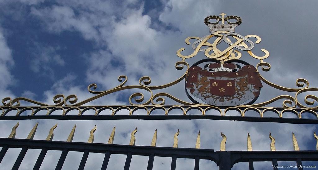 Grille du portail du Château, aux armoiries du seigneur des lieux