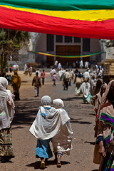 little girl outside the St. Mary Zion Church in axum, tigray (anthony pappone photography) Tags: africa baby church festival kids barn children religious photo fiesta child bambini african picture childrens afrika enfants ethiopia orthodox pilgrimage coptic pilgrim axum photograher pilgrims afrique barna äthiopien phototravel hosanna etiopia aksum abyssinia 非洲 ethiopie etiope アフリカ bambine tigray afryka etiopija tigrinya 아프리카 éthiopie etiopien etiópia африка etiopi hosaina eos5dmarkii tigrini अफ्रीका childrenbestphotos kililoch