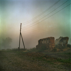 At village`s end (Anton Novoselov) Tags: morning summer house abandoned 120 tlr film nature electric fog rolleiflex wire kodak russia scanner iso 400 medium format portra e2 2901 noritsu xenotar temnovka