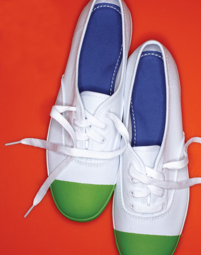 dip diy shoes, dip legs, dip diy, painting diy