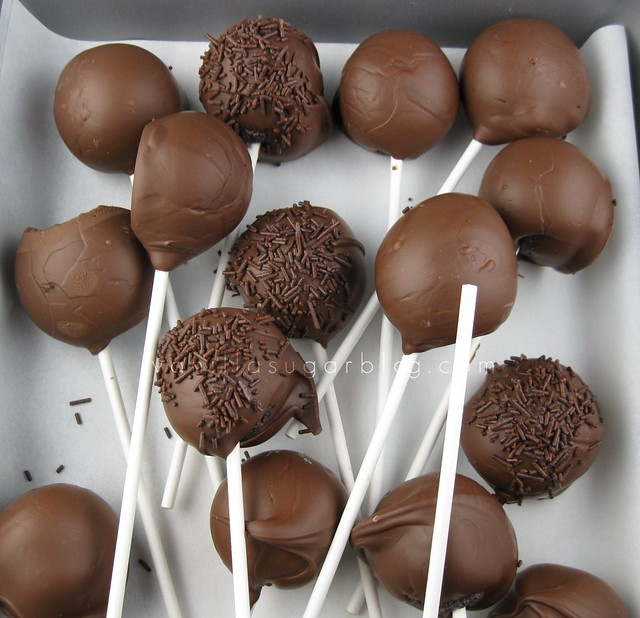 devils food cake pops w/ mint chocolate