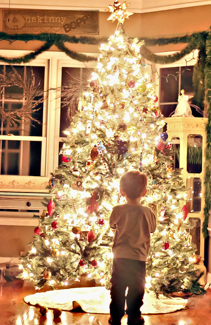 how to photograph your kid in front of Christmas tree