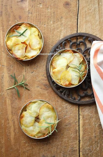 Pie di patate con zucca, funghi e porri