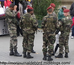 Parachutistes (tripuniforme) Tags: paris france french army uniform europe para franais arme uniforme frencharmy armefranaise parachutistes