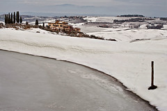 L'Inverno del 2012 - The Winter of 2012 (carlo tardani) Tags: gelo colore neve montepulciano inverno casolare nevicata ghiaccio podere gelata cipressi nikond700 mygearandmebronze stagioneinverno campagnadimontepulciano