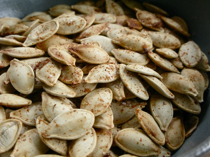 toasted spicy sweet pumpkin seeds 002