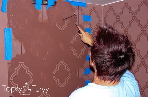 double-trellis-wall-stencil-painting