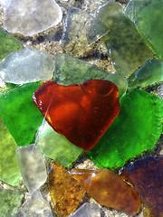 cristales (Luis Diaz Devesa) Tags: red espaa verde green beach glass mobile landscape spain rojo rocks mobil playa paisaje galicia cristal rocas mvil riasbaixas cristales beachglass illadearousa isladearosa nokia5800xpres mygearandme cristalesdeplaya luisdiazdevesa