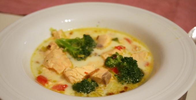 Krämig laxsoppa med curry