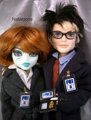 Frankie & Jackson as Scully & Mulder (Nataloons) Tags: halloween monster costume high doll dana jackson frankie fox mulder stein mattel scully jekyll xfiles frankiestein monsterhigh jacksonjekyll