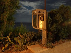 P6125367 (focus.finder) Tags: strand mond lampe licht meer wasser nacht natur himmel insel laterne griechenland schatten dunkel beleuchtung nachtaufnahme landschaften vollmond kapelle reflektionen sternenhimmel anafi zwielicht gebaude gewasser kuste