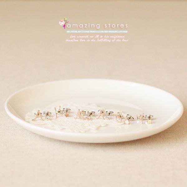 物 e290 gargle 水晶与金褛丝线手写体字母耳环 a 玫瑰金系