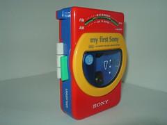 Walkman met radio - WMF-3050 - My First Sony collectie (BeeldenGeluid) Tags: museum radio ads walkman reclame retro gadgets collectie archief objecten beeldengeluid myfirstsony nederlandsinstituutvoorbeeldengeluid