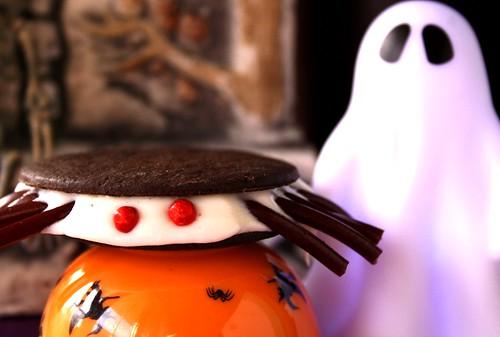 Halloween Creepy Spider Cookies