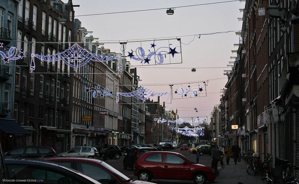 La rue Albert Cuyp, connue pour son marché en plein air. Ce soir, il n'y avait pas de marché, trop tard, il faut y arriver avant 18h.