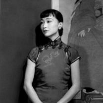 Anna May Wong in black and white leaning against a painting