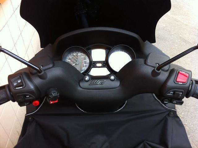 Le MP3 400 LT Sport noir mat de jerome_bachata 6317696979_13dbbc43c7_z_d
