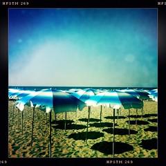 forio spiaggia chiaia (Fernando W) Tags: sea italy beach europe campania parasol ischia forio golfodinapoli chiaia gulfofnaples hipstamatic spiaggiachiaia