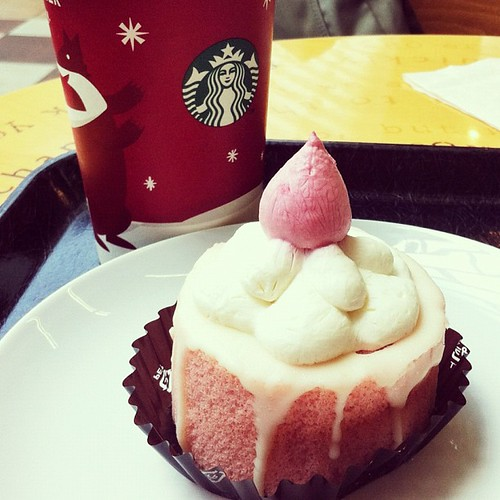 Gingerbread Latte and Candle Roll Cake - I love Starbucks holiday menu
