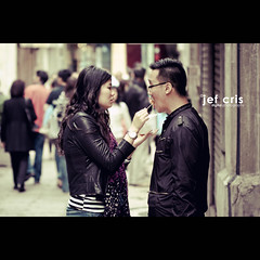 Grenade (jef cris) Tags: street people canon photography couple candid chinese strangers streetphotography naturallight macau grenade jefcris