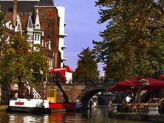 Laborable en el canal (Mercedes F. Laguna) Tags: canal utrecht barcos restaurantes