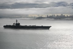 [Free Images] Wars, Military Ships, Fog / Mist, Aircraft Carriers, USS Carl Vinson (CVN-70), American Forces ID:201110151800