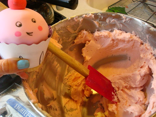 Cupcake helped me make frosting