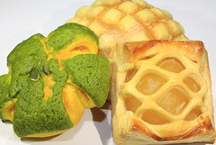 Pumpkin Bread,Apple Pie and Melon Pan (Spice  Trying to Catch Up!) Tags: light shadow food white color macro art japan canon geotagged photography eos photo october asia flickr image picture  5d  applepie  melonpan   10  pumpkinbread   mark  kasukabecity    2011saitamaprefecture