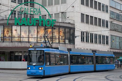 Nach der Runde über den Hauptbahnhof ist Wagen 2125 wieder am Stachus