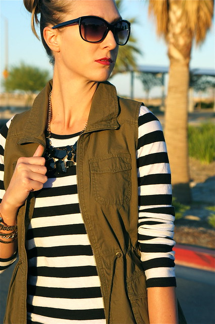 Cargo vest with big necklace