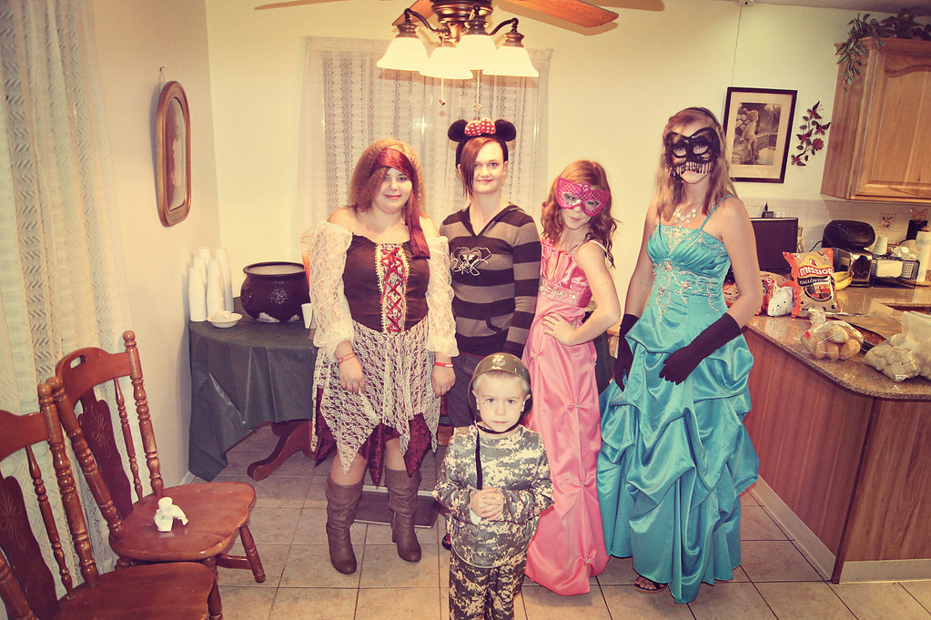 2011halloweenparty11