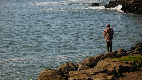 homme au bord de la mer