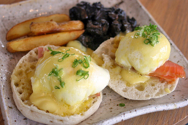 Eggs benedict, with paris ham or manuka-smoked salmon
