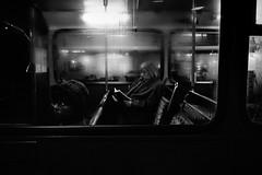 Bus (Hunchentoot) Tags: leica uk england blackandwhite bw bus london film window analog 35mm frames europa europe traffic kodak unitedkingdom fenster trix 1996 piccadilly rangefinder summicron frame sw kodaktrix rahmen m4p schwarzweis weitz leicam4p kleinbild 35mmsummicronm messucher ediweitz bwfp edmundweitz