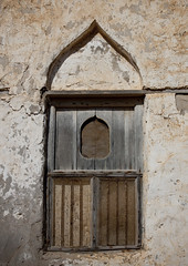 Old window in Mirbat, Oman (Eric Lafforgue) Tags: window vertical architecture nopeople arabic oldhouse arabe arabia oman fenetre houseexterior habitation omán 阿曼 sultanate dhofar arabie mirbat عُمان vieillemaison colorpicture 8169 traveldestination sultanat arabianpeninsula photocouleur arabicstyle omã オマーン omão umman omaan dhufar colourpicture оман 오만 ομάν โอมาน omāna omanas umān stylearabe penisulearabique