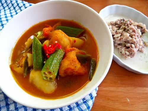 IMG_2090 Lunch 午餐 : 素咖哩和大头菜炒肉碎