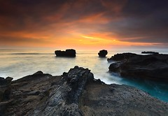 We meet again from your old songs.. (Dyahniar Labenski) Tags: sunset bali beach indonesia nikon 1024mm d7000 mengening ikniroviolet dyahniar
