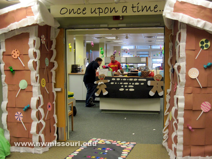 2011 Homecoming office decorating