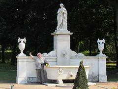 48359 Potsdam und Sanssouci, (golli43) Tags: autumn herbst natur blumen september bume potsdam schlossgarten blten touristen weinberge skulpturen schlosssanssouci landeshauptstadt
