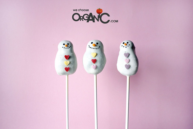 Christmas Snowman Oreo Cake Pops inspired by Bakerella