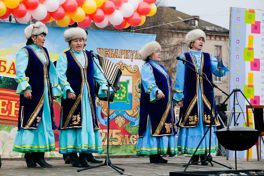 20111104-0145-Chebarkul-festival-pelmeney