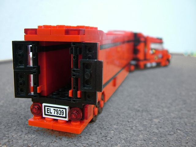 Peterbilt-style truck