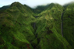 Kaua'i (Ditte Hallig) Tags: world from usa green nature clouds america canon hawaii waterfall chopper stream helicopter kauai mm 50 1022mm napali ditte greenmountains napalicoast hallig 1000d dittehallig treecoveredmountains 50mmfromtheworld