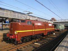 E-loc 1218 en 1201(Amersfoort 12-11-2011) (Ronnie Venhorst) Tags: train zug 1200 1201 baldwin klok trein amersfoort 1218 werkspoor eloc