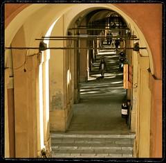 vormittags in Via Saragozza (gabymann) Tags: bologna portici quadrat bogengang bolognaangolob