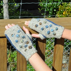 Crocheted Bobbles (Kiwi Little Things) Tags: mittens fingerlessgloves