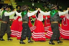 ROS_0702 (roseanebarbianfotografia) Tags: rs domingo ctg ijui vestidovermelho dançatradicional enart roseanebarbian campodosbugres rendasbrancas 13ºgrupo ijuicom